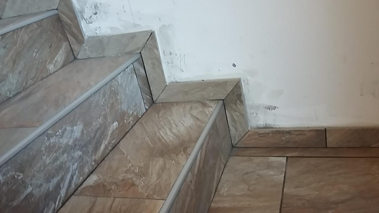 Posa di scale denis piastrellista trentino